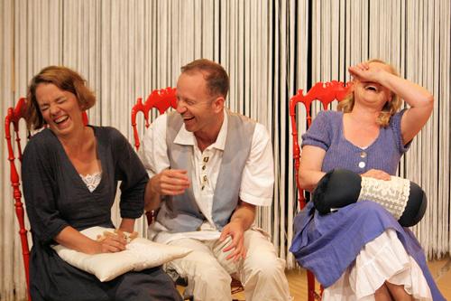 Viel Lärm in Chiozza - Christoph Wagnermit Verena Andresen und Ursula Eishold; © Angela Erdmann